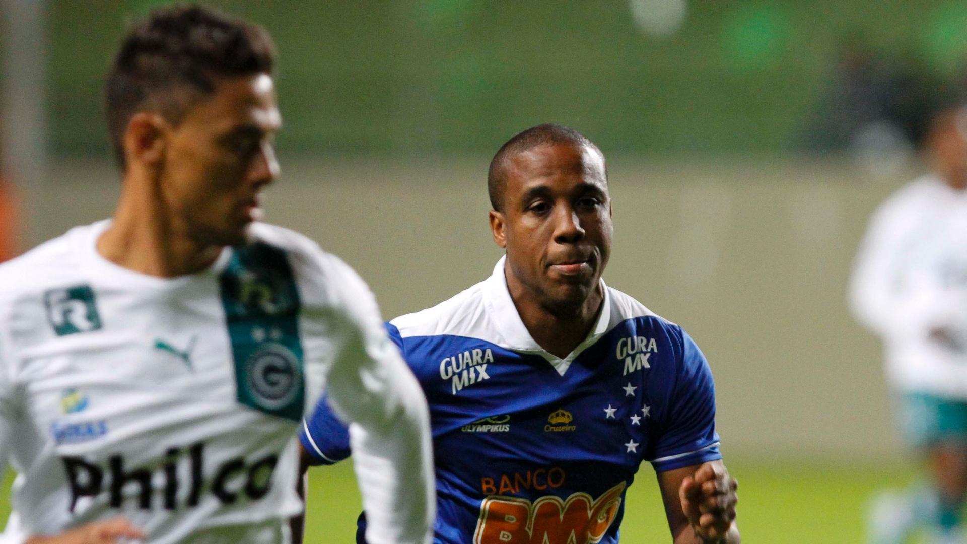 26.mai.2013 - Borges em ação contra o Goiás na estreia do Cruzeiro no Campeonato Brasileiro