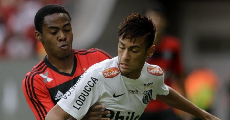 26.mai.2013 - Neymar encara marcação de Elias na partida entre Santos e Flamengo pelo Campeonato Brasileiro