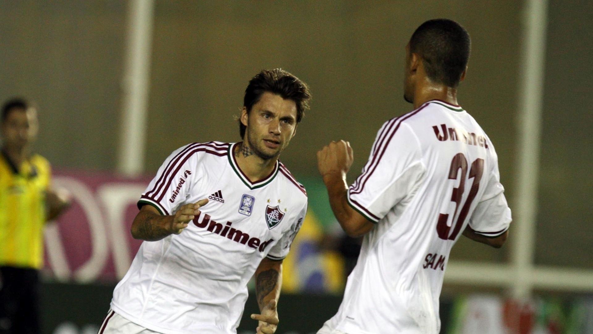 26.mai.2013 - Rafael Sóbis comemora primeiro gol do Fluminense no Brasileirão contra o Atlético-PR