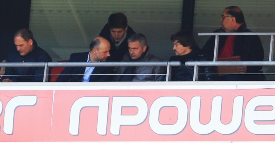 27.mai.2013 - José Mourinho acompanha jogo entre Crystal Palace e Watford em Wembley