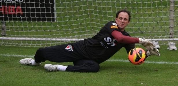 27-05-2013 - Rogério Ceni faz defesa em treino