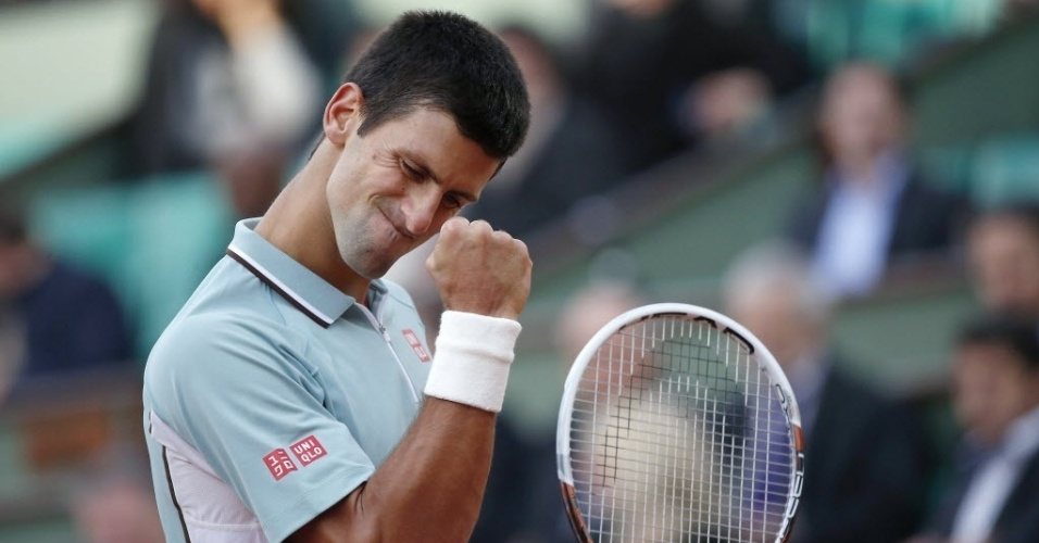 28.mai.2013 - Novak Djokovic vibra com ponto durante a vitória sobre o belga David Goffin, em sua estreia em Roland Garros