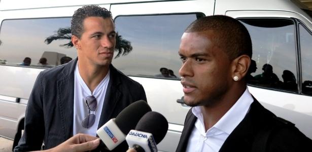 Fernando, do Grêmio, e Leandro Damião, do Inter, se apresentam no Rio de Janeiro