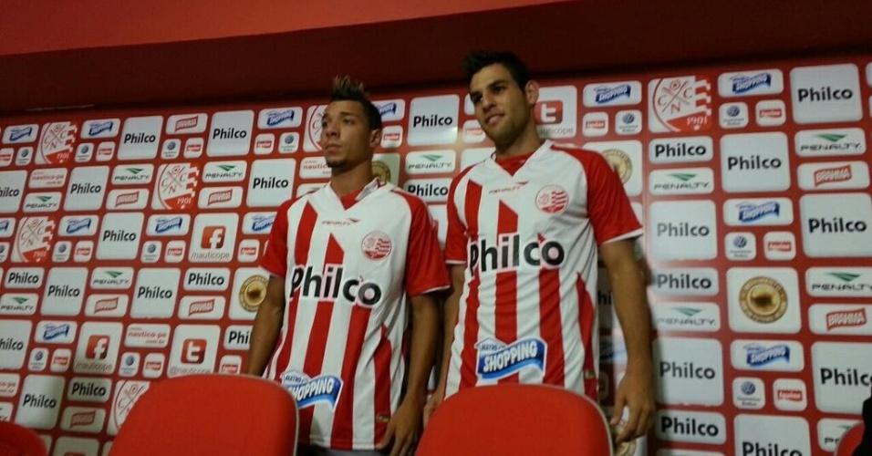 O atacante Hugo e o zagueiro William Alves são apresentados como jogadores do Náutico