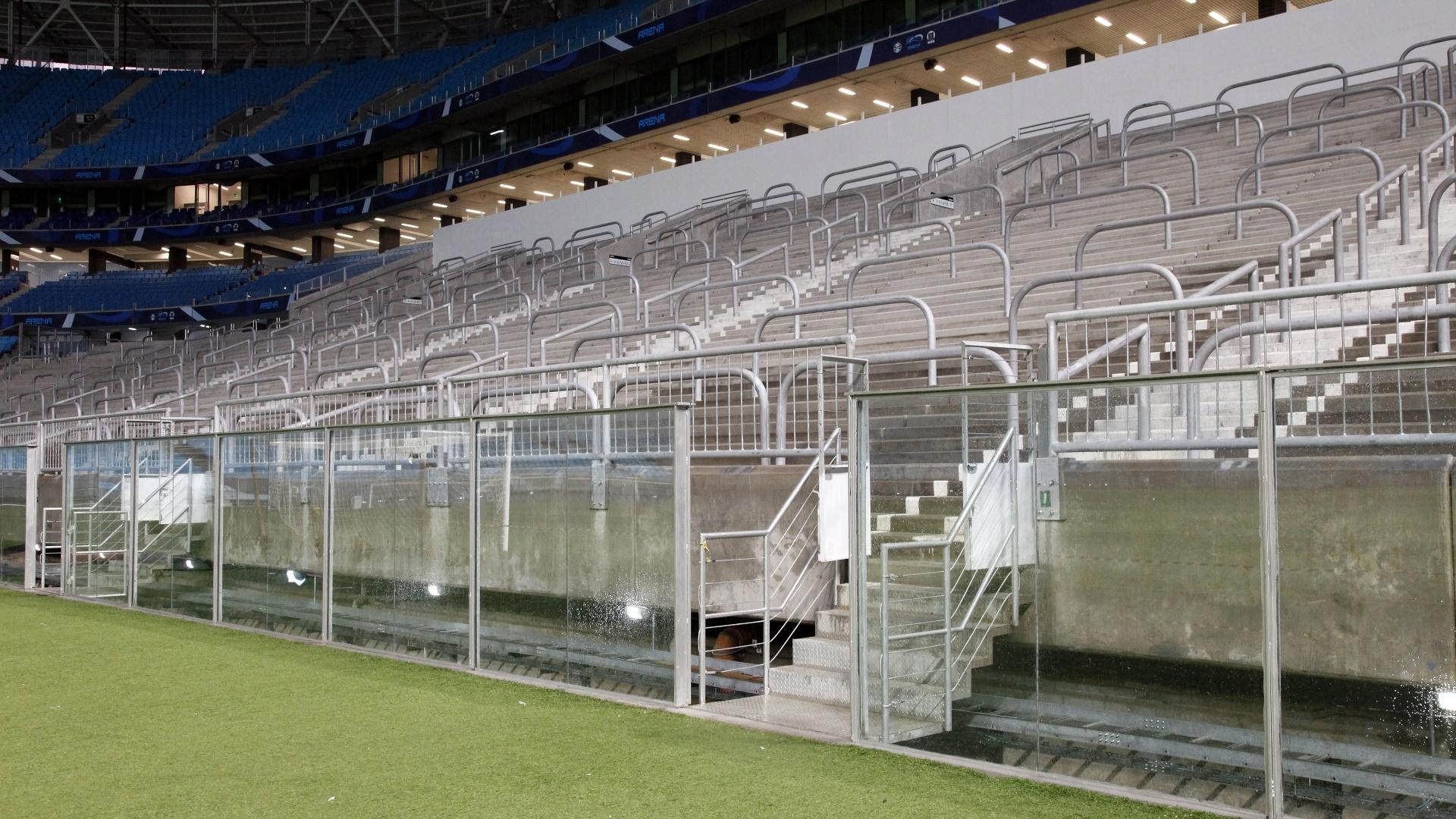29.Mai 2013 - Arena do Grêmio com barreiras nos locais em que seria realizada avalanche