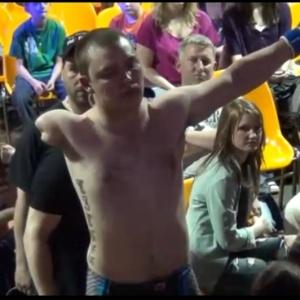 : Canadense com apenas um braço estreia no MMA com nocaute; veja