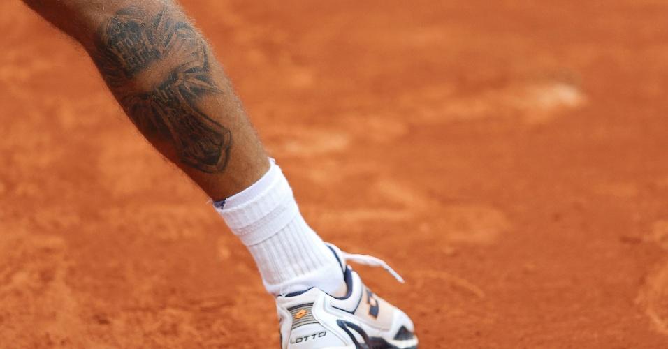 31.mai.2013 - Martin Klizan se prepara para devolver o saque de Rafael Nadal durante o jogo da 2ª rodada de Roland Garros