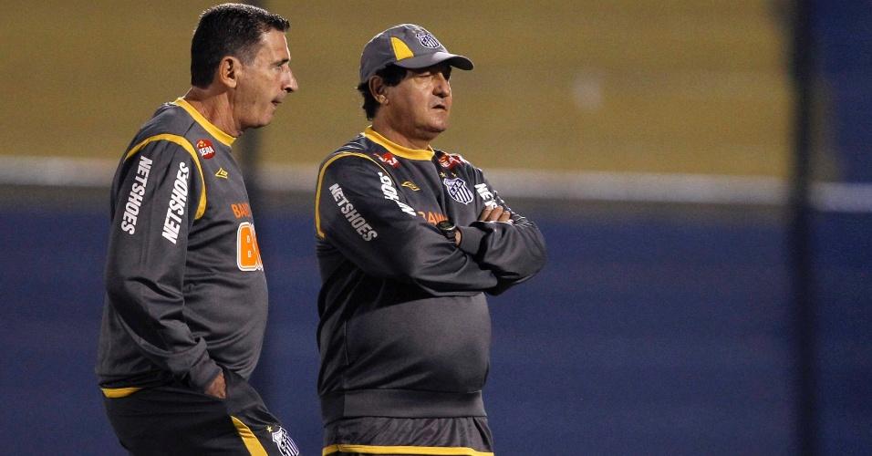 Muricy Ramalho e Tata, seu auxiliar, antes de um jogo do Santos pela Copa Libertadores, no ano passado