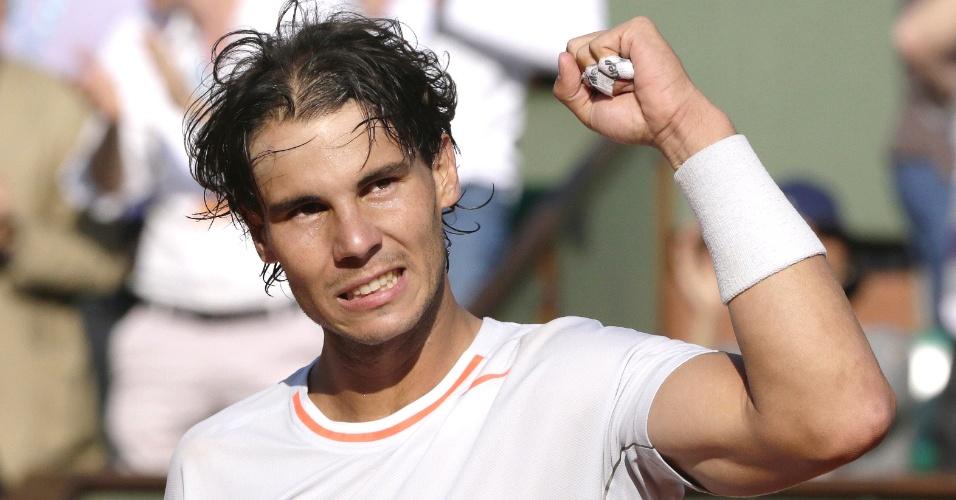 01.jun.2013 -Rafael Nadal vibra após vencer Fabio Fognini pela 3ª rodada de Roland Garros