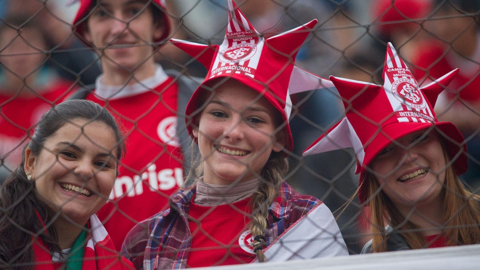 02.06.13 - Público feminino marca presença na partida entre Inter e Bahia em Caxias do Sul pelo Brasileirão