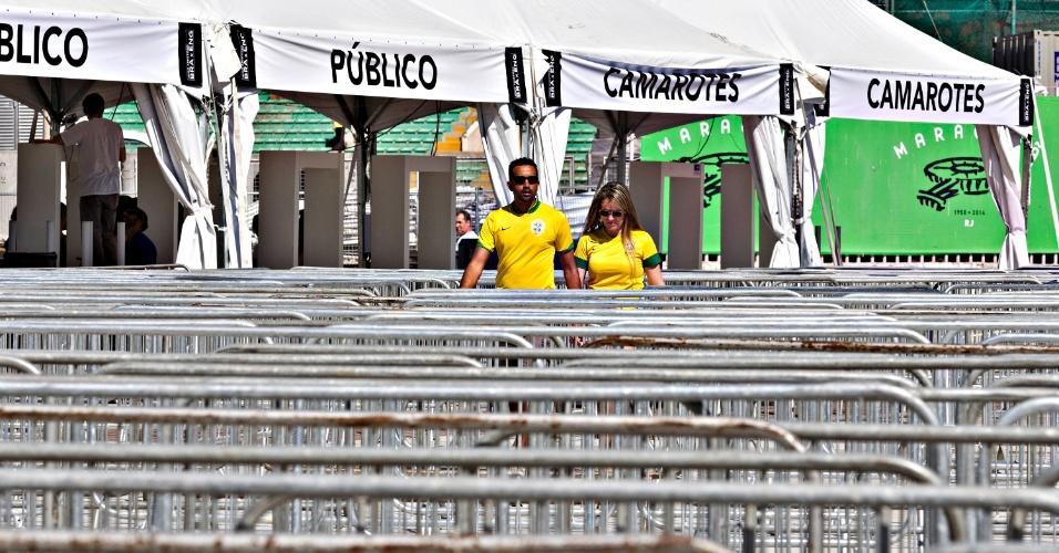 Casal chega uniformizado ao Maracanã