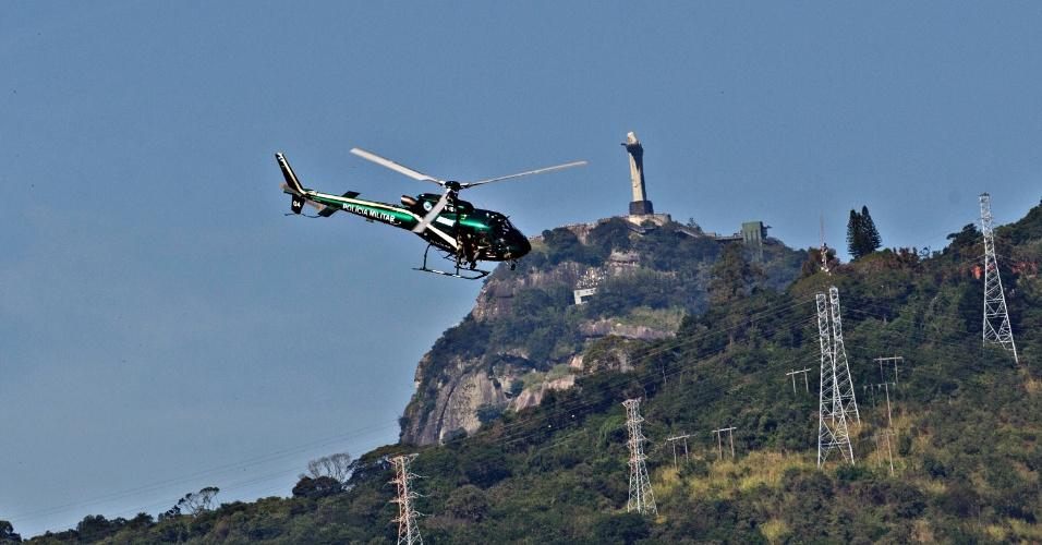 Helicóptero sobrevoa proximidades do Maracanã antes do duelo entre Brasil e Inglaterra