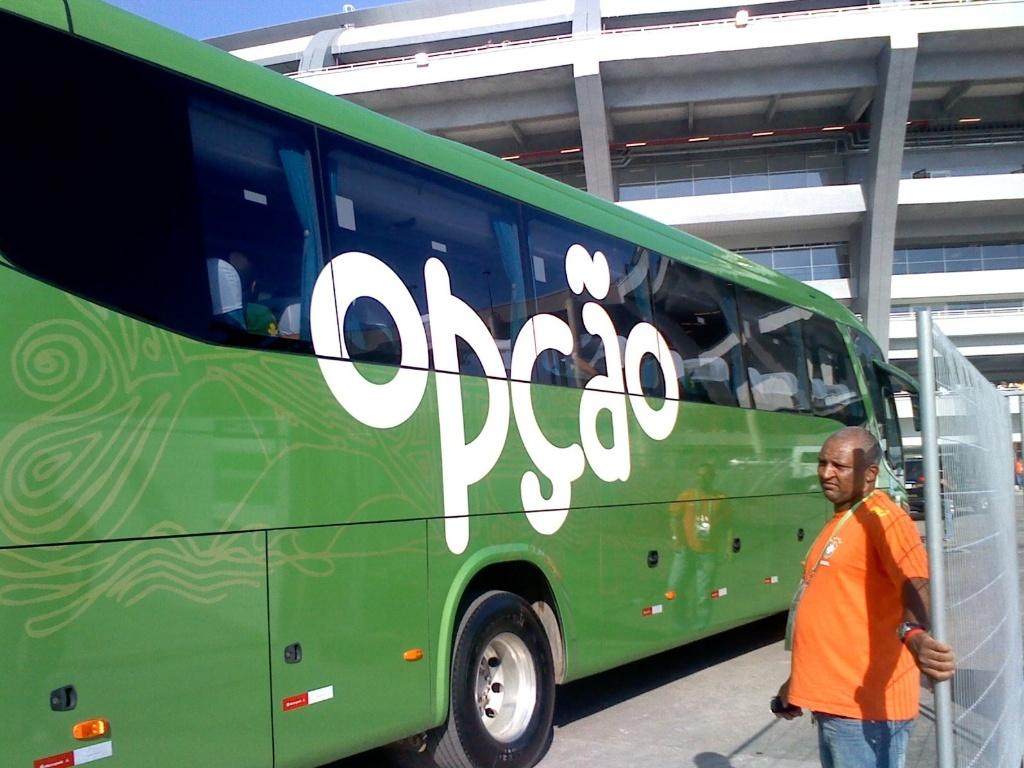 Ônibus da seleção brasileira chega ao Maracanã para o amistoso contra a Inglaterra