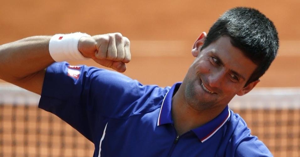 03.jun.2013 - Novak Djokovic comemora a vitória sobre o alemão Philipp Kohlschreiber nas oitavas de final em Paris