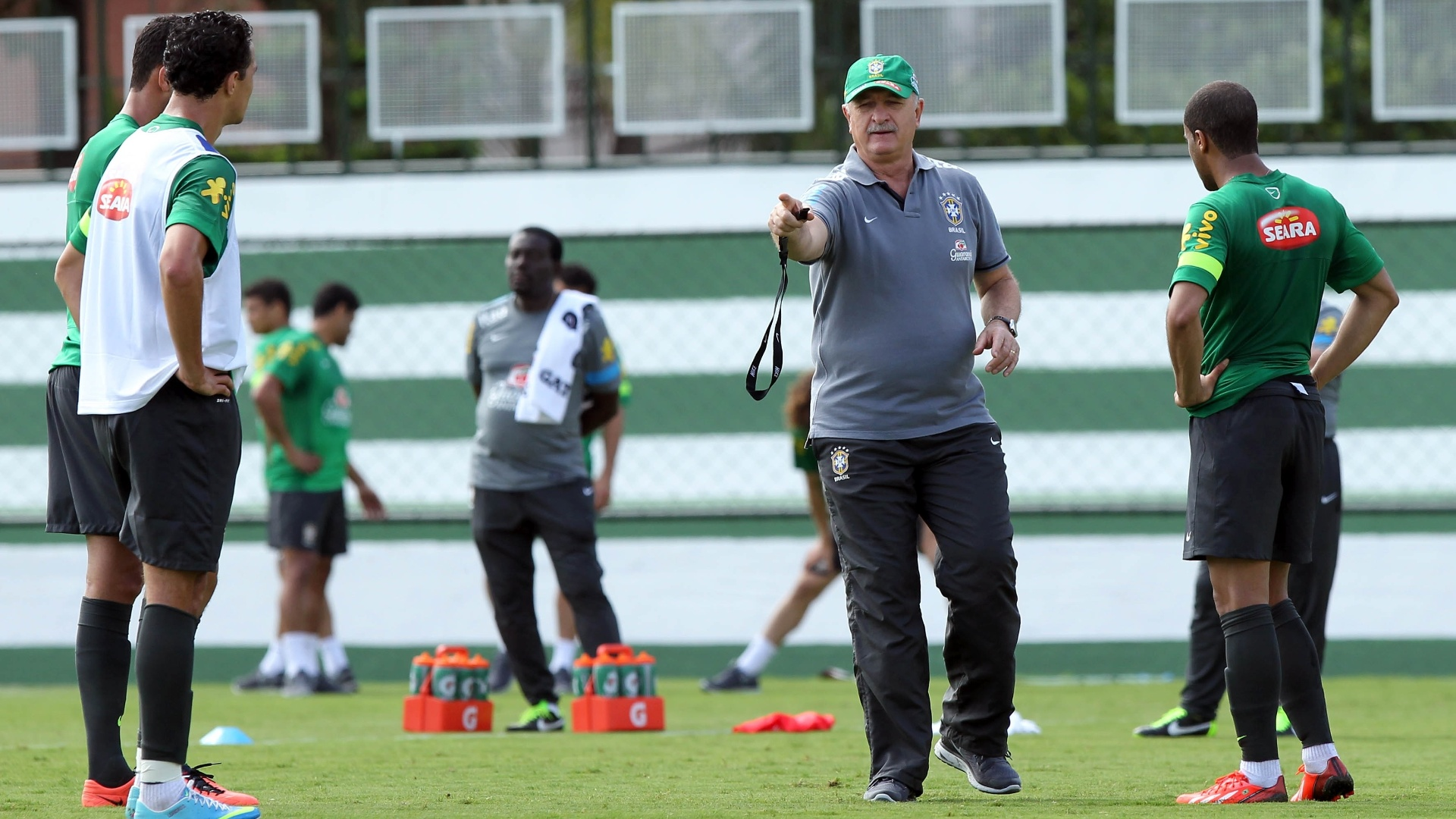 04.jun.2013 - Felipão comanda treino da seleção brasileira nesta terça-feira em Goiânia