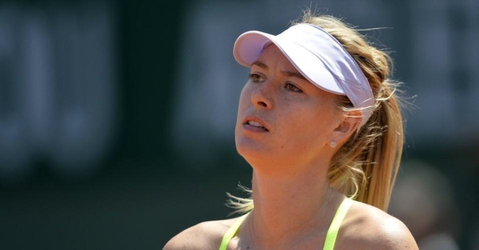 05.jun.2013 - Maria Sharapova lamenta ponto perdido na partida contra Jelena Jankovic em Roland Garros