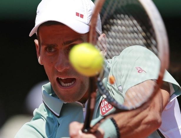 07.jun.2013 - Imagem mostra Djokovic instantes depois de rebater bola na semifinal de Paris contra Rafael Nadal
