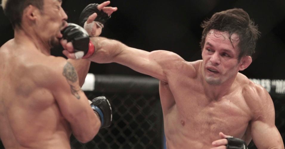 08.jun.2013 - Brasileiro Rodrigo Damm ataca o japonês Mizuto Hirota durante vitória por decisão dividida no TUF Brasil 2 Finale