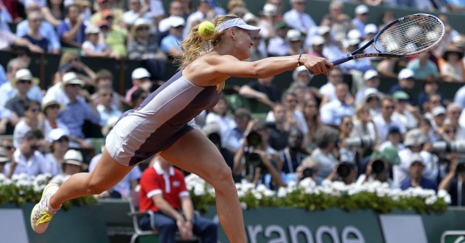08.jun.2013 - Maria Sharapova erra a bola e sofre ponto de S. Williams durante a decisão de Roland Garros
