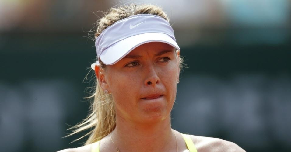 08.jun.2013 - Maria Sharapova lamenta a derrota no primeiro set da final de Roland Garros para Serena Williams