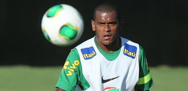 Volante Fernando será jogador do time ucraniano pelos próximos cinco anos