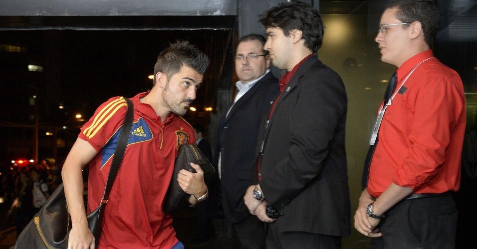 12-06-2013 - David Villa é outro integrante da delegação que chegou nesta quarta em Recife