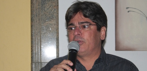 Carlos Falcão, vice-presidente do Vitória