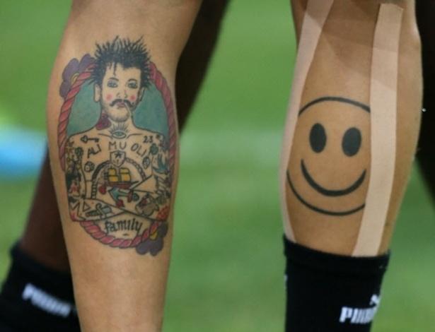 15.06.13 - Italiano Diamanti exibe suas tatuagens durante treino da seleção na Copa das Confederações