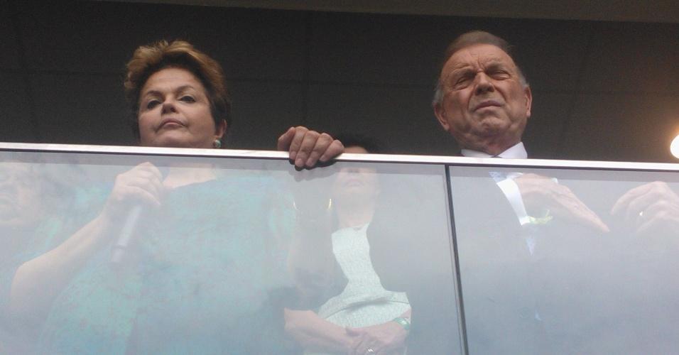 15.junho.2013- Presidente Dilma Rousseff faz cara de poucos amigos ao lado do desafeto José Maria Marin, presidente da CBF