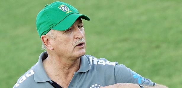 Felipão orienta jogadores em treino da seleção em Fortaleza; técnico tem dominado o cenário da seleção