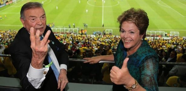 José Maria Marin e Dilma Rousseff acenam durante jogo da seleção brasileira em Brasília
