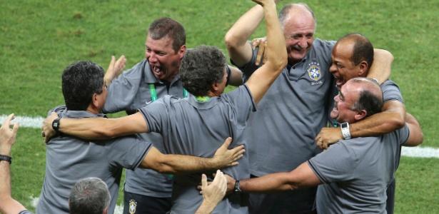 Felipão comemora a vitória contra o México