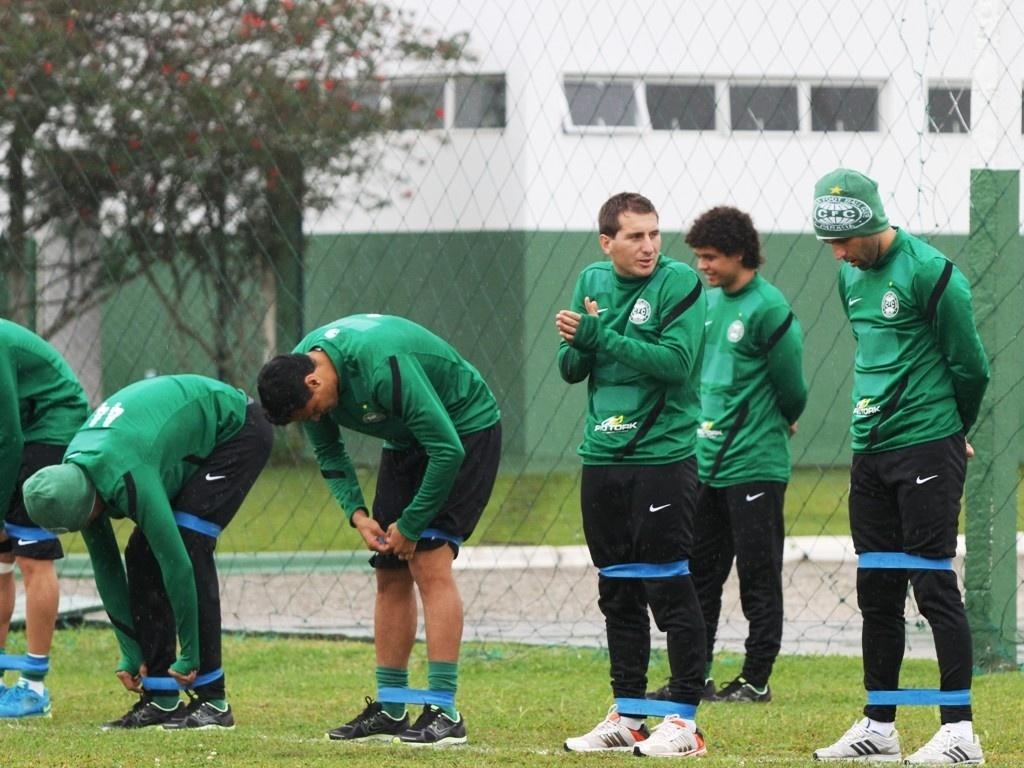 Jogadores do Coritiba realizaram trabalhos físicos após a reapresentação (19/06/2013)