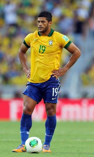 19.jun.2013 - Hulk se prepara para cobrar uma falta durante a vitória por 2 a 0 do Brasil sobre o México no Castelão pela Copa das Confederações