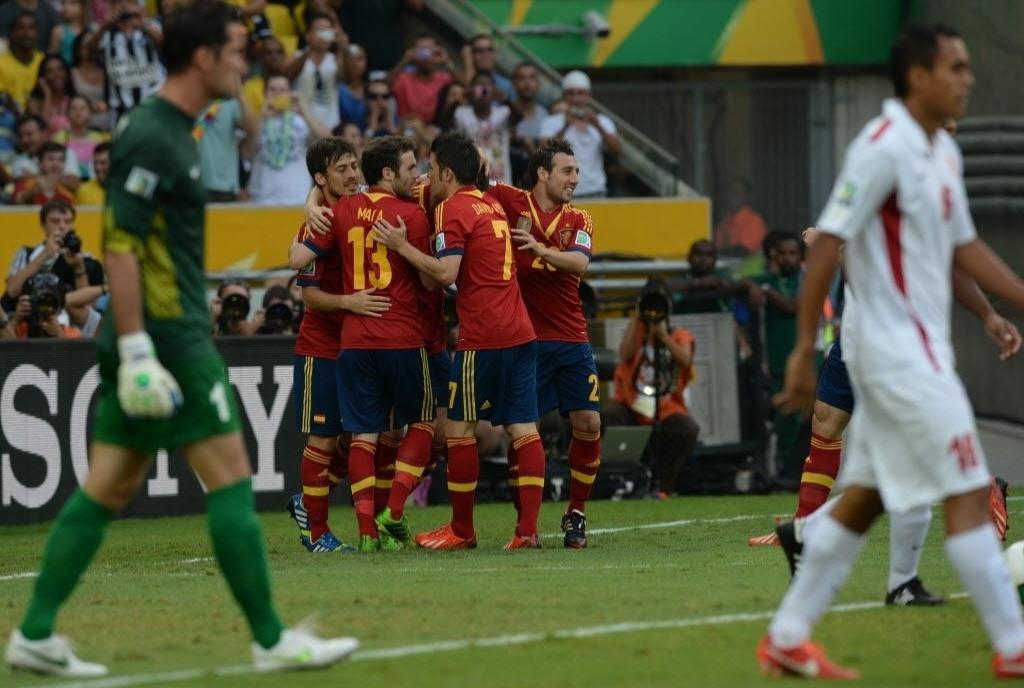 20.jun.2013 - Jogadores da Espanha comemoram gol contra o Taiti pela Copa das Confederações; espanhóis ganharam por 10 a 0