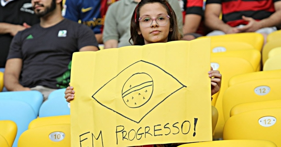 20.junho.2013 -Protesto de brasileiros toma lugar também dentro do Maracanã