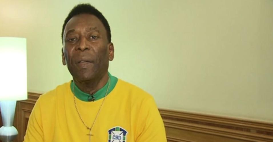 Pelé dá depoimento para a TV Tribuna