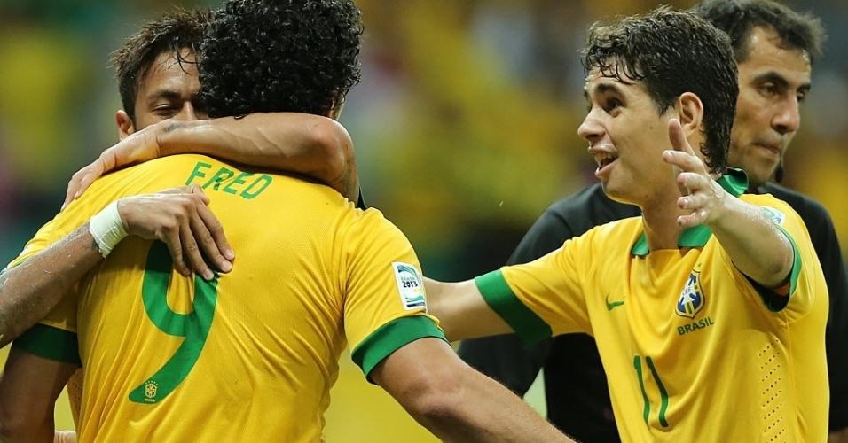 22.jun.2013 - Fred, Neymar e Oscar comemoram gol marcado pela seleção brasileira contra a Itália pela Copa das Confederações