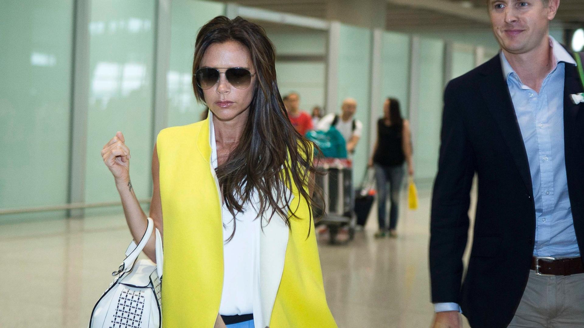 Mulher do jogador, Victoria Bekcham desembarcou no aeroporto de Pequim neste sábado