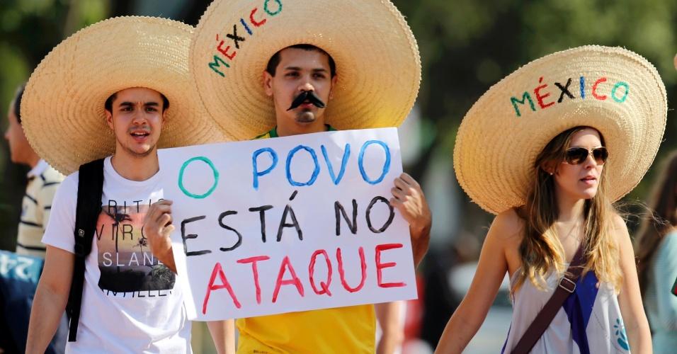 Torcedores do México apoiam as manifestações