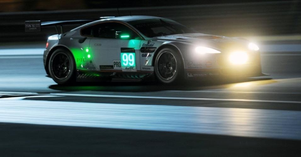 Aston Martin Vantage N°99 pilotada por Bruno Senna durante prova em Le Mans
