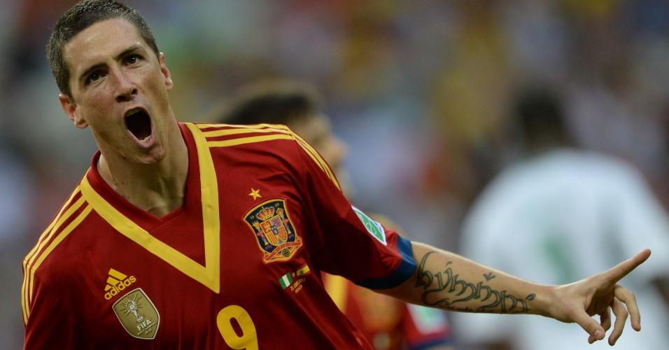 23.jun.2013 - Fernando Torres exibe tatuagem no braço ao marcar para a Espanha na partida contra a Nigéria