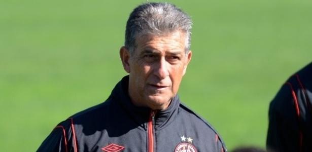 Técnico Ricardo Drubscky, do Atlético-PR, em treinamento no CT do Caju