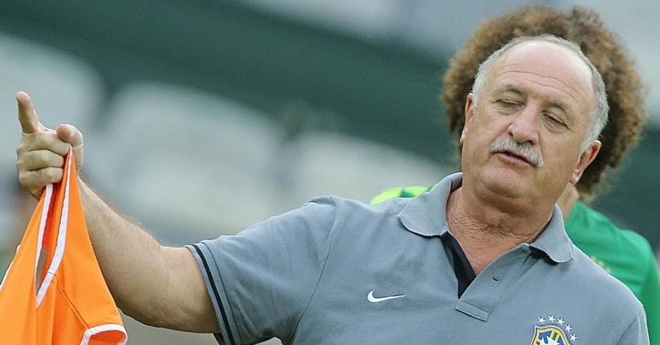 25.jun.2013 - Felipão durante treino da seleção brasileira no Mineirão