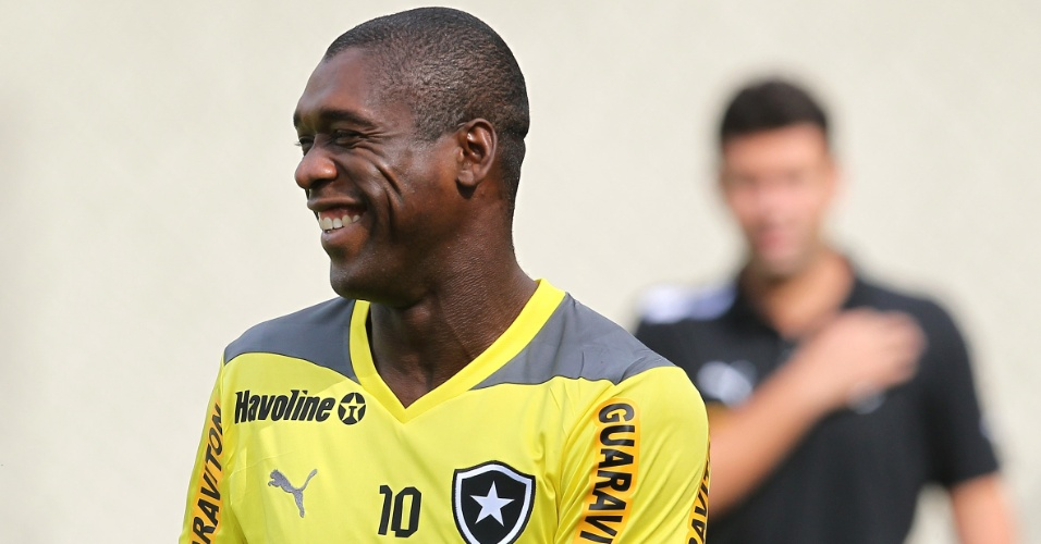 Seedorf esteve à vontade durante o treinamento do Botafogo nesta terça-feira