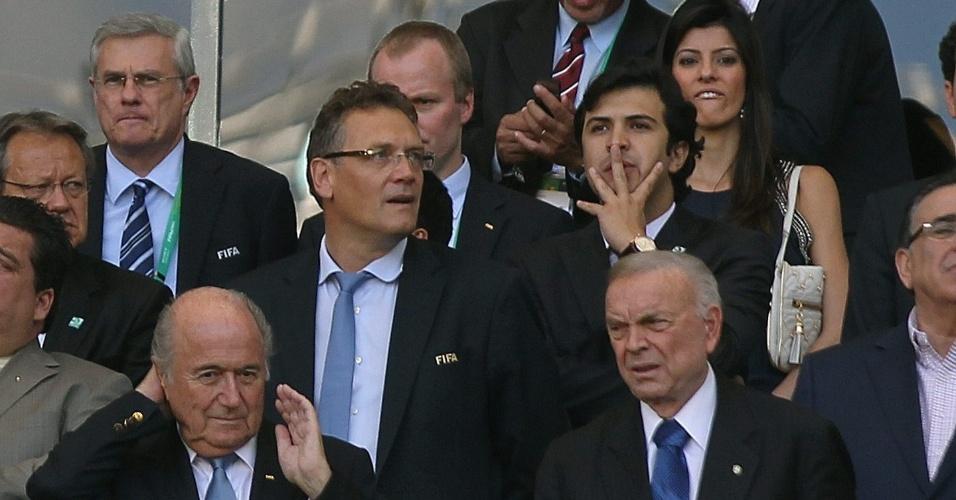 26.jun.2013 - Jerome Valcke, José Maria Marin, Joseph Blatter e outros dirigentes acompanham o jogo entre Brasil e Uruguai no Mineirão; Brasil venceu por 2 a 1 e se classificou para a final da Copa das Confederações