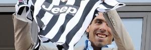 Futebol internacional: Carlitos Tevez chega à Itália e assume a camisa 10 que era de Del Piero na Juventus