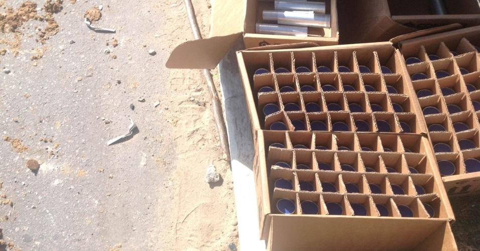 27.jun.2013 - Caixa de bombas de gás lacrimogêneo à disposição dos policiais que fazem a defesa da linha de bloqueio do Castelão