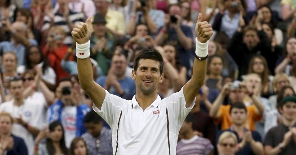 27.jun.2013 - Tenista sérvio Novak Djokovic comemora vitória sobre o norte-americano Bobby Reynols pela segunda rodada do torneio de Wimbledon