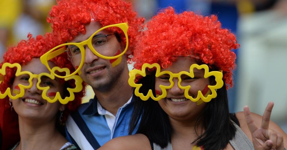 27.jun.2013 - Torcedores aguardam o início da partida entre Espanha e Itália pela semifinal da Copa das Confederações no Castelão